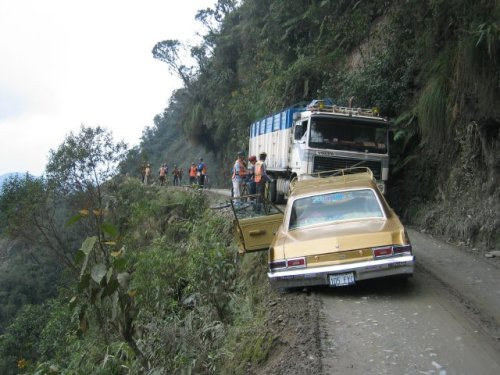 1. Jalan Maut di Bolivia3