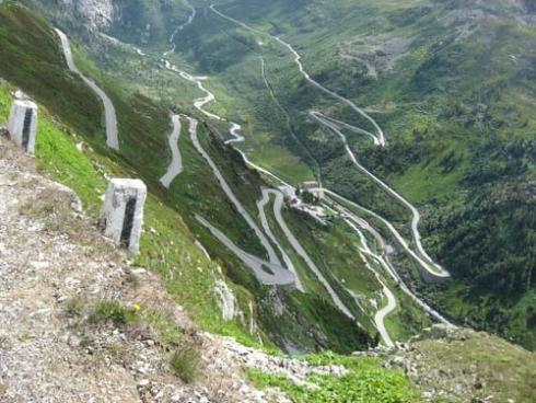 10. Jalan Lintas Stelvio Trollstigen di Italia